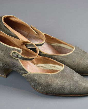 Silver brocade lame shoes, size 4
